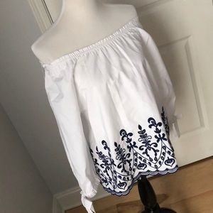 💙 Off the Shoulder White & Navy Top sz Small